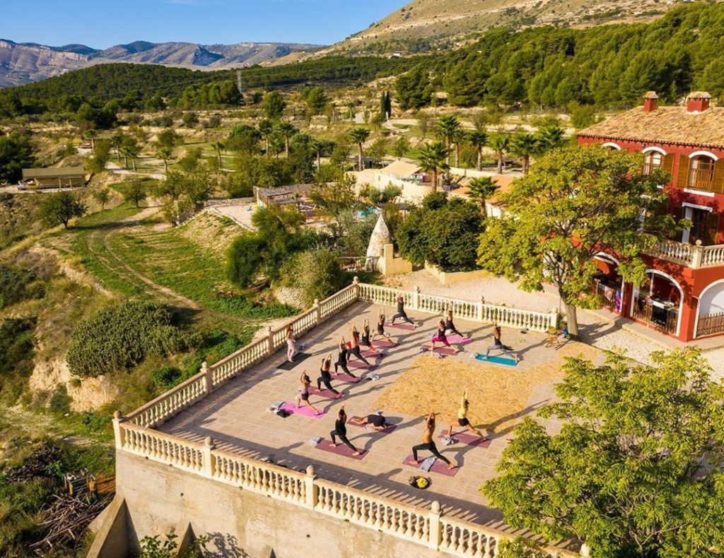 Social Media Marketing for a glamping: a great example by Finca Les Coves, a glamping in Spain.