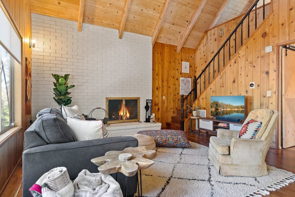One of the best AirBnB interior design ideas is to make the place feel and look as homey as possible.